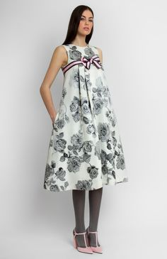A-shape jacquard silk sleeveless dress with breast yoke and pleats. Ribbon trim. Hidden back zip closure. Side seam pockets.