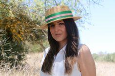 Canotier sencillo. Tocados Chic by Inma Segovia Panama Hat, Hats, Fashion, Boater, Simple, Fascinators, Moda, Hat, Fashion Styles