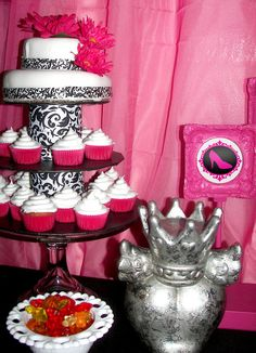 Glamour Barbie Party I like this cake