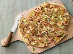 Schnapps Flammkuchen, a nice recipe from the category snacks and small dishes. - Rezepte - Make Bread Pizza Recipes, Veggie Recipes, Snack Recipes, Cooking Recipes, Schnapps, Quiches, Pizza Fruit, Best Pancake Recipe, Cheese Snacks