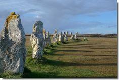menhiry a dolmeny