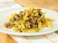 Strozzapreti con sugo di melanzane, porcini e salsiccia: Ricette di Cookaround | Cookaround