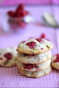 De bons gros biscuits ultra moelleux aux framboises et aux pistaches! Modifier le beurre pour avoir lactose free :)