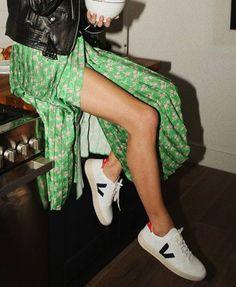 ideas style frauen sneaker for 2019 Who What Wear, Look Fashion, Womens Fashion, Fashion Trends, Fashion Fall, Ladies Fashion, Fashion Clothes, Fashion Ideas, Fashion Dresses