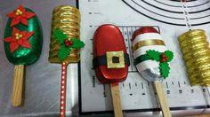 Postres de navidad Paletas Chocolate, Chocolate Cake Pops, Chocolate Molds, Holiday Cakes, Holiday Treats, Christmas Treats, Christmas Cookies, Christmas Ice Cream, Christmas Cake Pops