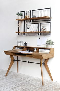 These five SHELFMATE modules fit perfectly above the d-Bodhu Tango writing desk.