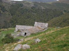 Location Vacances Gîtes de France -  parmi 55000 Gîte de groupe en Cantal, Auvergne Saint Jacques, Mountains, Building, Ski, Nature, Images, Travel, Mom, Auvergne