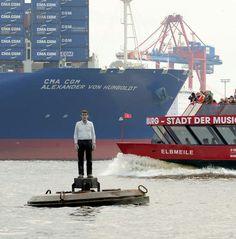 Elbe Hamburg Hafen, Skulptur 'Mann auf Boje'