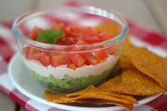 Kerstdip met o.a. avocado, zure room en tomaat - Lekker en simpel