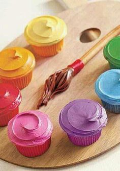Artist's Palette Cupcakes ~ What's your favorite canvas? Cupcakes of course! Tint frosting to make the paint colors and sculpt a brush from Tootsie Rolls and a breadstick. Cool idea for jasmine bday Cupcakes Arc-en-ciel, Rainbow Cupcakes, Cupcake Cookies, Cupcake Art, Yummy Cupcakes, Decorate Cupcakes, Cupcake Display, Colored Cupcakes, Cupcake Painting