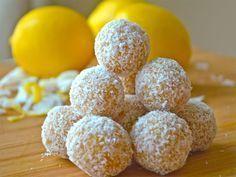 Raw food balls with lemon and coconut- Raw food-bollar med citron och kokos Get ingredients, wonderfully healthy and easy to make. Healthy Sweets, Healthy Baking, Healthy Snacks, Vegan Desserts, Raw Food Recipes, Healthy Recipes, Coconut Energy Balls, Good Food, Yummy Food