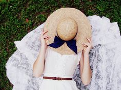 Big hats and white dresses.