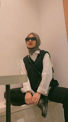 Hijab Style Dress, Casual Hijab Outfit, Cute Casual Outfits, Ootd Hijab, Street Hijab Fashion, Muslim Fashion, Korean Street Fashion, Modesty Fashion, Fashion Outfits
