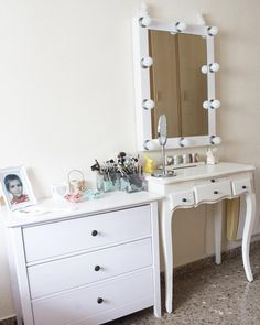 1000 images about decoraci n on pinterest dressing tables glamour and queen - Tocador pequeno ...