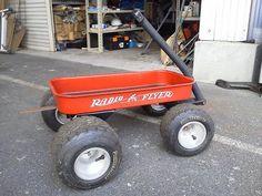 《No.028》  ・ニックネーム  はごろも     ・メーカー名、車種、年式  Radio Flyer  2002年式#9     ・アピールポイント  ラジオフライヤーはカート用タイヤ&ホイールを付けたかったので足回りを自作でカスタム。それに拾ってきた台車を短く切り溶接してカートタイヤ。横に鉄板付けて赤に塗装。ラジフラのカッティングで自作ラジフラトレーラーです。