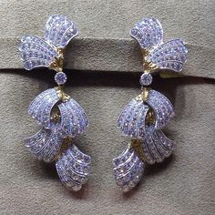 Bows inspired Mr Buccellati to create these 18K White Gold Pendant Earrings with about 350 Diamonds.