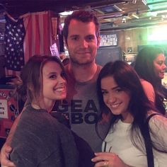 This pic won't make you jealous of @CarlySimmons. Not at all. http://bit.ly/1VXn8g1  Thanks LA! #HenryCavill