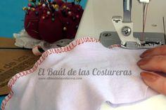Cómo coser telas elásticas punto jersey, licra con máquina casera, aguja de punta de bola y prensatelas de sobrehilado Sewing Hacks, Sewing Tutorials, Sewing Projects, Sewing Stitches, Chiffon, Love Sewing, Sewing Techniques, Sewing Clothes, Couture