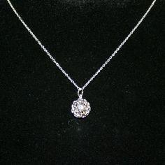 Helt unik halskæde med vedhæng, af kugle der er sammensat af masser af små hjerter. Kun 39 kr. http://uglenimosen.dk/produkter/20-lange-halskaeder/