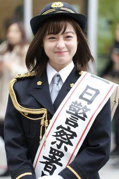 """""""先日久しぶりに福岡に帰って、 1日警察署長をさせて頂きました!笑 天神の街をパレードするのは不思議な感覚でした。 いつも普通に歩いてる場所を…笑 たくさんの方に声をかけて頂いて写真を撮って頂いたので、写真載せます。通知を見て、見つけた写真です。皆さんありがとうございます!"""""""
