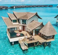 The most detailed travel guide about the Maldives for every budget! Learn everything about the Maldives and plan your the best vacation! Vacation Places, Dream Vacations, Vacation Trips, Vacation Spots, Maldives Voyage, Maldives Resort, Water Bungalow, Visit Jamaica, Visit Maldives