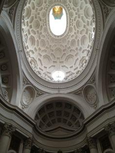 """S. Carlino alle Quattro Fontane, interamente dovuta a Borromini, del quale finalmente potremo apprezzare tutte le incredibili qualità di architetto. La costruzione di questo piccolo gioiello dell'architettura barocca, """"incastonato"""" in uno spazio estremamente ridotto, va dal 1634 al 1641."""