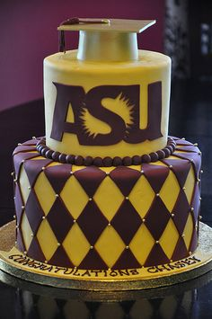 This cake makes me want to get another degree so I can have another graduation.  AC