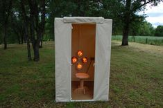 Want the facts on the difference between near infrared versus far infrared saunas? The near infrared lamp sauna is a better sauna. I do not recommend the far infrared type of sauna at all. Diy Sauna, Steam Sauna, Portable Sauna, Portable Tent, Homemade Sauna, Infared Sauna, Pool Care, Red Light Therapy, Massage