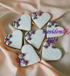 mavi demlik mutfağı- izmir butik pasta kurabiye cupcake tasarım- şeker hamurlu-kur: SERPİL & SÜHA ÇİFTİNİN NİŞAN KURABİYELERİ Fondant Cookies, Sugar Cookies, Cupcakes, Kawaii Cookies, Wedding Engagement, Wedding Day, Flowers In Hair, Diy And Crafts, Wedding Cakes
