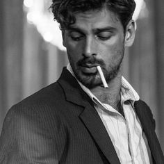Hot Guys Smoking, Hottest Guy Ever, Just Beautiful Men, Daddy Aesthetic, 365days, Italian Men, Men Photography, Cute Guys, Handsome