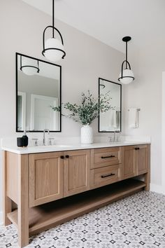 Master Bathroom Vanity, Small Bathroom, Master Baths, Bathroom With Black Cabinets, Bathroom With Wood Floor, Bathroom Wood Wall, Master Bathroom Designs, Black And White Master Bathroom, Bathroom Lights Over Mirror
