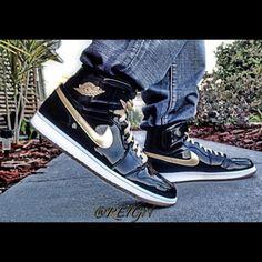 Air Jordan 1 Retro High OG Black/Metallic Gold/White