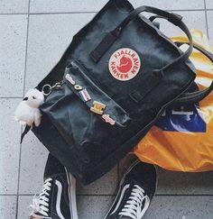 Mochila Kanken, Kanken Backpack, Cute Bags, My Bags, Backpacks, My Style, How To Wear, Aesthetic Backpack, Stuff To Buy