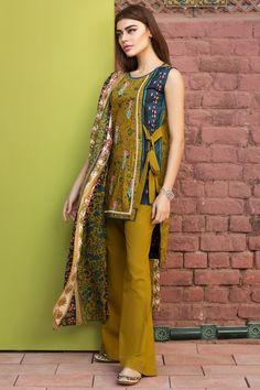 Simple Pakistani Dresses, Pakistani Fashion Casual, Indian Fashion Dresses, Pakistani Dress Design, Pakistani Outfits, Pakistani Models, Girls Frock Design, Fancy Dress Design, Stylish Dress Designs