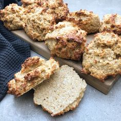 Lchf, Banana Bread, Snack Recipes, Muffin, Food And Drink, Baking, Breakfast, Desserts, Scones
