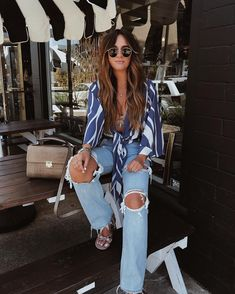 This kind of wear is casual wear, jeans with bow-tie irregular striped women's blouses are designed for daily activities, you can dress like this when you Womens Fashion Casual Summer, Office Fashion Women, Curvy Women Fashion, Womens Fashion For Work, Women's Fashion Dresses, Skirt Fashion, Casual Chic Style, Blouses For Women, Women's Blouses