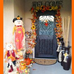 Fall front porch decor I Love Fall❤ Fall Garland with Sun Flowers and Pumpkind, Scarecrows and Hay fall decorations for the home Fall Festival Decorations, Christmas Decorations, Porch Decorating, Holiday Decorating, Decorating Ideas, Fall Garland, Thanksgiving Decorations, Home Deco, Front Porch