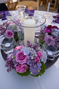 Purple hydrangea and roses centerpieces for your wedding