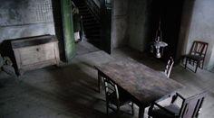 Muukalainen (2008) movie by J-P. Valkeapää - Room and someone on the door