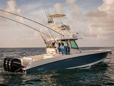 A great boat for fishing and entertaining with a large livewell, storage and kitchen. Premium features include a stereo system and 9 hull colors. Saltwater Fishing, Fly Fishing, Center Console Fishing Boats, Offshore Boats, Boston Whaler, Offshore Fishing, Water Crafts, Deep Sea, Ocean