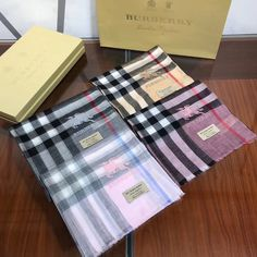 Burberry Clothing, Burberry Outfit, Picnic Blanket, Outdoor Blanket, Womens Scarves, Shawl, Cashmere, Clothes, Boucle D'oreille