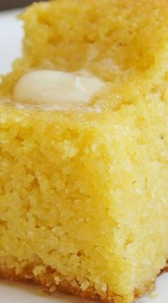 bread recipes sweet This Sweet Corn Bread is the perfect side dish for your favorite meal! It is super moist and has a nice hint of sweetness to it. I haven't met a person that does Baking Recipes, Dessert Recipes, Desserts, Planning Menu, Croissants, Scones, Sweet Bread, Baked Goods, Cookies Et Biscuits