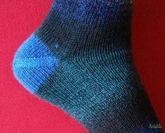 Socken stricken - Last but not least: die Ferse stricken Cable Knitting, Loom Knitting Patterns, Knitting Socks, Free Knitting, Knit Socks, Knitted Booties, Knitted Headband, Knitted Bags, Knitting For Kids