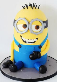 Anyone who knows me knows I'm obsessed with minions. I will love you forever if I get this cake on my birthday!!