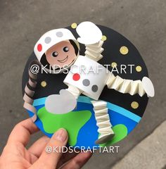 Paper crafts for kids space astronaut spaceman Earth - Paper crafts for kids space astronaut spaceman Earth hashtags - Space Crafts For Kids, Diy Crafts For Girls, Summer Crafts, Toddler Crafts, Preschool Crafts, Projects For Kids, Diy For Kids, Kids Crafts, Outer Space Crafts