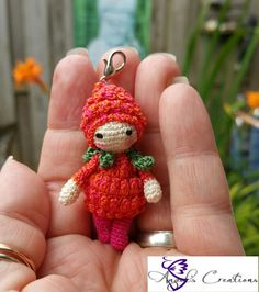 Micro frambloosje 0.60 pattern available on lalylala.com made by Angel's Creations Crochet