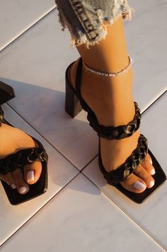 Fancy Shoes, Me Too Shoes, Prom Shoes Silver, Aesthetic Shoes, Hype Shoes, Fashion Heels, Dream Shoes, Gold Heels, Black Sandal Heels