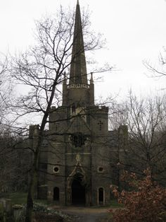 The abandoned Abney Park Chapel at the Abney Park Cemetery in the borough of Hackney, London, England. Why does a chapel get abandoned? Abandoned Churches, Old Churches, Abandoned Mansions, Abandoned Places, Spooky Places, Haunted Places, Place Of Worship, Old Buildings, Beautiful Architecture