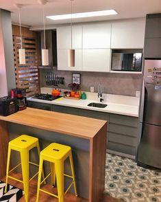 33 Mirror Decoration Ideas to Brighten Your Home - The Trending House Kitchen Pantry Design, Kitchen Sets, Modern Kitchen Design, Home Decor Kitchen, Interior Design Kitchen, Kitchen Furniture, Home Kitchens, Decorating Kitchen, Interior Modern