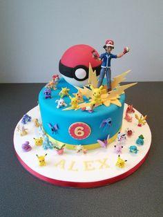 Eine Blaue Pokemon Torte Mit Gelben Blitzen, Einem Roten Pokeball, Kleinen  Verschiedenen Pokemon Wesen